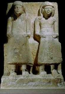 Grupo de Hori (sentado à esquerda usando a tanga do vizir) e Pahemnetsher (Época dos Ramsés)